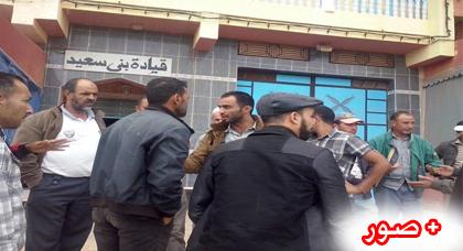 وقفة  احتجاجية  لجمعية أباء  وأولياء التلاميذ  أمام مقر قيادة بني سعيد ضد قرار التوقيت  المستمر