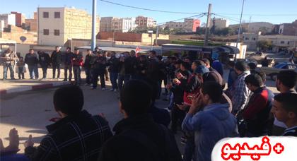 تماسنيت تواصل إحتجاجاتها الشعبية بعد تجاهل الجهات المعنية لملفهم المطلبي