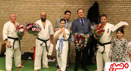 سفير المغرب بلاهاي يشرف على توزيع جوائز على طلبة أبطال في رياضة الفول كونتاكت بلايدن