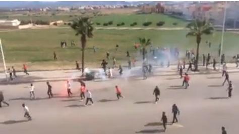 اندلاع مواجهات عنيفة بالحجارة والسيوف بين أنصار فريقين بسلوان تسفر عن إصابات خطيرة وأفواج الأمن يتدخل
