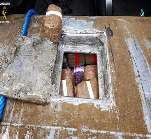 مليلية.. توقيف اسباني حاول تهريب 250 كلغ من الحشيش داخل خزان الوقود