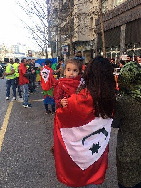 نشطاء لجنة دعم الحراك الشعبي يخوضون وقفة تضامنية أمام قنصلية المغرب بخيرونا