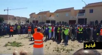 مقتل مغربي من طرف شرطة اسبانيا يخرج الجالية للاحتجاج وغضب عارم على السفارة المغربية