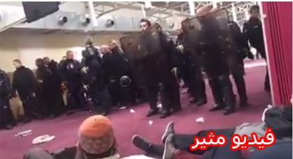 مشاهد مثيرة وهتافات الله أكبر بعد اخلاء مسجد بالقوة في منطقة كليشي شمال فرنسا