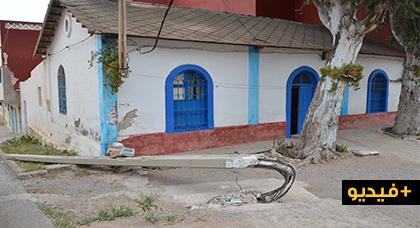 صاحب منزل بحي الريكولاريس يطالب بتعويضه عن الخسائر التي تسبب فيها سقوط عمود كهربائي على منزله