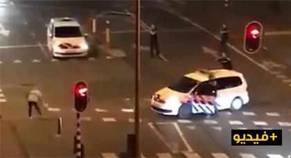 مفزع: شاهد الشرطة الهولندية تطلق النار على شخص يحمل سلاحا فتسقطه أرضا وهو يردد الله أكبر