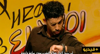 المقهى الكوميدي على الشاشة الأمازيغية تستضيف الفنان الحسيمي سليمان كيلاطي في عرض هزلي ساخر