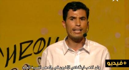 تألق موهبة فكاهية من الناظور في المقهى الكوميدي على شاشة الأمازيغية