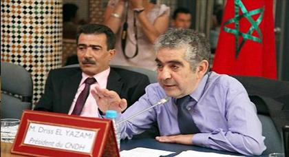 اليزمي يتعهد بضمان زيارة أطول لعائلات معتقلي الحسيمة بسجن عكاشة
