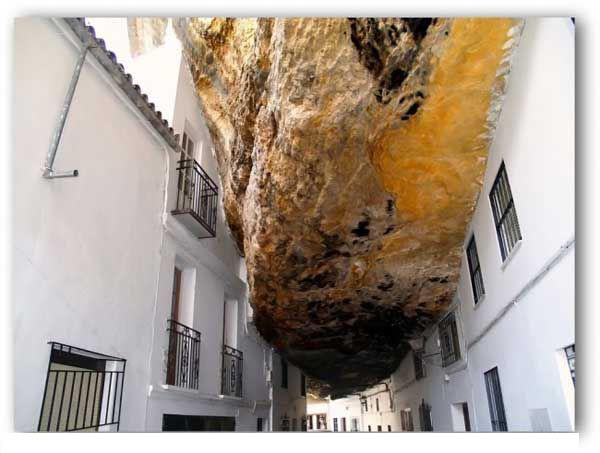 هل زرت سابقا مدينه تحت الصخور؟