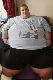 أهملت ابنها ليصبح وزنه 250 كيلوجراماً