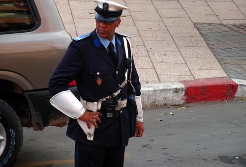 """رجال الأمن الوطني بزايو يُفرّقون """"مُؤَقّتا"""" بين زوجين"""