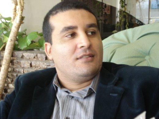 """صحفي يستقيل من """"مَارُوكْ إيبْدُو"""" بسبب شكيب الخياري"""