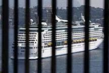 """سفينة """"موبوءة"""" بإنفلونزا الخنازير تجوب المتوسط بـ 5 آلاف راكب"""