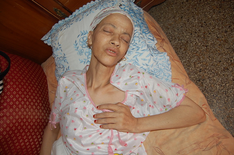 رحيل عائشة مختاري المصابة بسرطان العظام