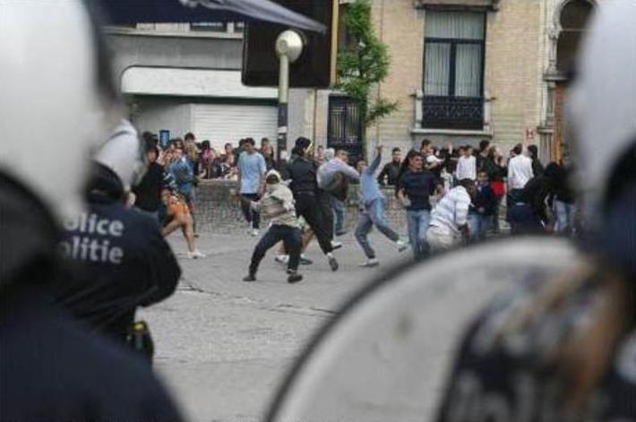 بروكسل تغلي على صفيح حرب الشوارع بين الشرطة والشباب المغربي