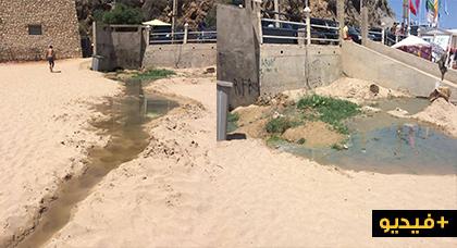 مياه عادمة تصب في شاطئ كيمادو تثير إستياء المصطافين بمدينة الحسيمة