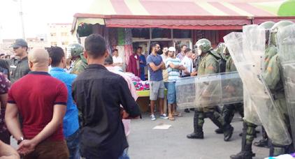 """نقل ما لا يقل عن 14 معتقلا على ذمة أحداث """"العروي"""" لمركز الشرطة بالناظور"""
