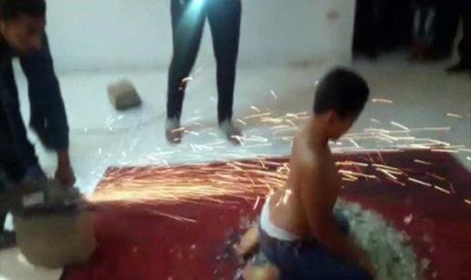 طفل خارق يجر السيارات ولا تحرقه النار