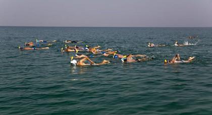 نشطاء ينوون العبور من المغرب إلى إسبانيا سباحة تكريما لآلاف المهاجرين الذين قضوا في بحر المتوسط