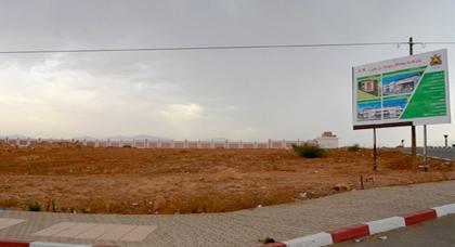 جماعة بن الطيب تقطع أشواطا مهمة في إخراج مشروع القاعة المغطاة بعد توقيع إتفاقية مع مجلس الجهة