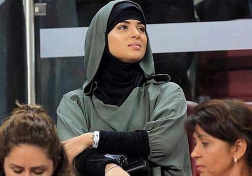 """زوجة الدولي المغربي """"يونس بلهندة"""" تشعل مواقع التواصل الإجتماعي"""