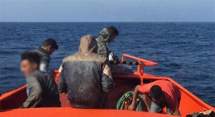 ايقاف قارب مطاطي على متنه خمسة مهاجرين مغاربة قرب شاطئ سيدي حساين بدار الكبداني
