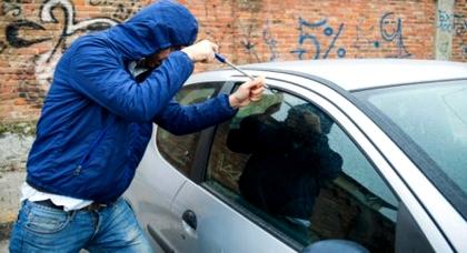 سرقة السيارات تعود للواجهة بالدريوش: مجهولون يتمكنون من سرقة سيارة مواطن من أمام مسجد المسيرة