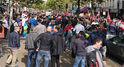 المغاربة المقيمين بالخارج يحتجون بشوارع بروكسيل للمطالبة بالإفراج عن معتقلي حراك الريف