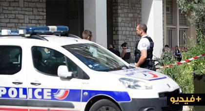 فيديو.. مسلح يهاجم جنديا فرنسيا في وسط باريس ويهتف الله أكبر