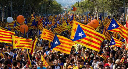 الكاتالونيون ماضون في الاستفتاء حتى النهاية.. ومدريد تتوعد بمنعهم من التصويت بالقوة