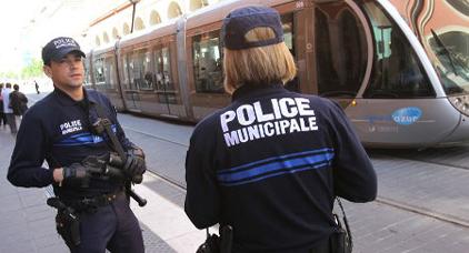 """مقتل امرأتين في فرنسا إثر هجوم نفذه شخص كان يهتف """"الله أكبر"""" بداخل محطة القطارات"""