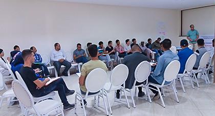 """جمعيات أمازيغية بإقليم الدريوش تستفيد من ورشة """"التواصل والتشبيك"""" بميضار"""
