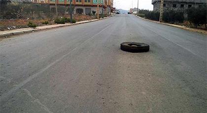حفرة بدون حواجز تهدد مستعملي الطريق بجماعة دار الكبداني باقليم الدريوش