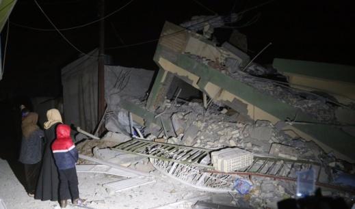 زلزال إيران يخلف كارثة إنسانية.. أكثر من 300 قتيل و2500 جريح وإنهيار العشرات من المباني