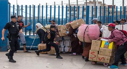 سلطات مليلية تعتقل أربعة مغاربة حاولوا اختراق معبر فرخانة باستعمال القوة