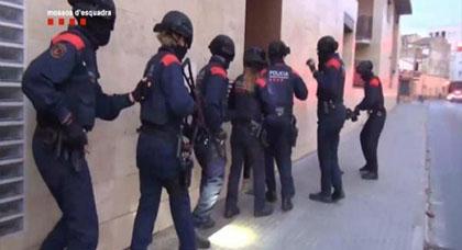 تاجر مخدرات مغربي يتسبب في موقف محرج للأمن الإسباني