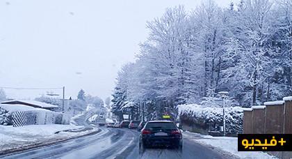 سقوط كمية كبيرة من الثلوج بألمانيا وريفيو المهجر يتبادلون مشاهد الحلة البيضاء التي إكتستها مدن إقامتهم