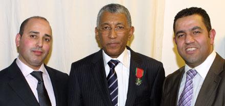 الملك محمد السادس ينعم على القنصل العام للمغرب بهولندا بوسام العرش