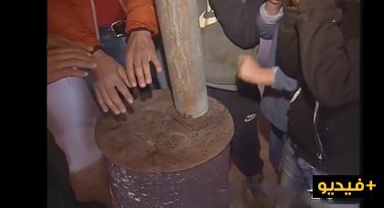 بالفيديو.. معاناة ساكنة جبال الريف مع غياب وسائل التدفئة وغلاء ثمن الحطب