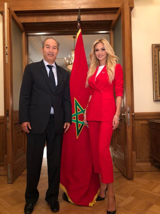 """سفيرة مونديال"""" 2018"""" العارضة الروسية """"فيكتوريا"""" تزور سفارة المغرب بموسكو للترحيب بأسود الأطلس"""