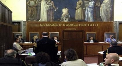 غريب.. محكمة ميلانو تبرئ رئيس تحرير جريدة وصف المسلمين باللقطاء