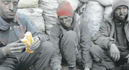 """شقيق شهيدي """"الفحم"""" بجرادة: عملهما داخل المناجم التقليدية كان قرارا انتحاريا من أجل لقمة العيش"""