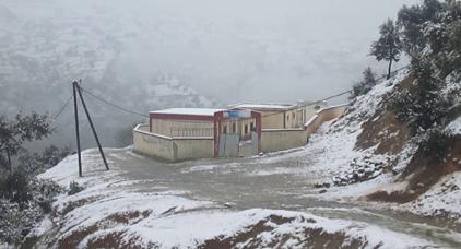 طقس بارد وتساقطات ثلجية بجبال الريف و الأطلس ابتداء من يوم السبت