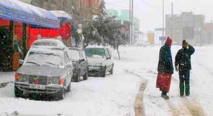 حصيلة ثقيلة للتساقطات الثلجية.. مواطنون محاصرون ومدارس مغلقة وطرق وطنية وجهوية مقطوعة