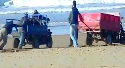 الحسيمة.. عناصر أمنية تعتقل شخصين متلبسين بسرقة الرمال من شاطئ قرب كورنيش صباديا