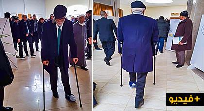 """الوزير محمد يتيم يظهر بـ """"العكاز"""" في لقاء رئيس الحكومة بمنتخبي جهة الشرق"""