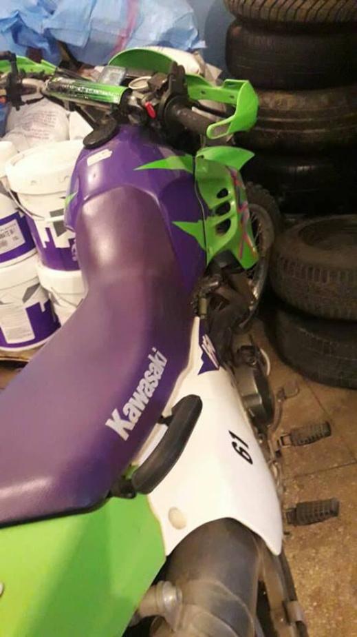 """جمارك فرخانة تفشل عملية تهريب دراجة نارية من طراز """"كاوازاكي"""" مجهولة الهوية"""