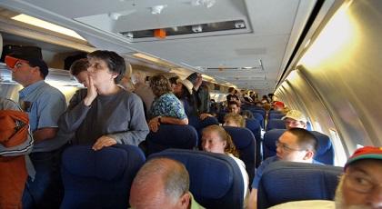 ركاب طائرة متجهة إلى أمستردام يجبرونها على الهبوط بسبب روائح كريهة أطلقها أحد المسافرين