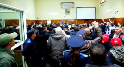 الزفزافي ورفاقه يصرخون داخل المحكمة: أين هي الأسلحة وهل تحاكموننا بإشعارات وجيمات فيسبوكية